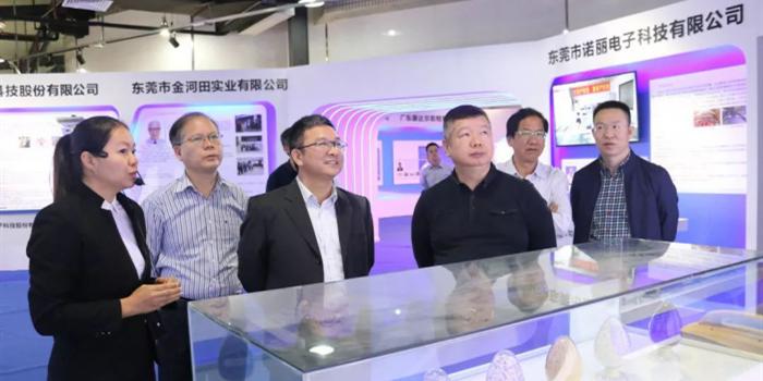 刘炜副市长参观指导院士专家科技创新成果展