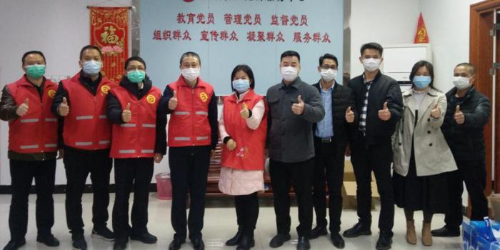 市科协党组成员、副主席杨爱军带领第一批工作队支援社区防疫工作